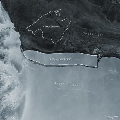 """Die Weltraumorganisation gestaltete dieses Satellitenfoto: Größenvergleich zwischen dem abgelösten Eisberg """"A-76"""" am Südpol und der Baleareninsel Mallorca."""