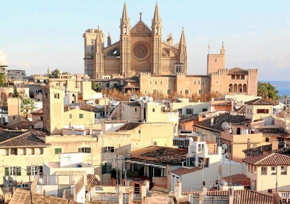 Wohnungen in der Nähe der Kathedrale von Palma sind bei Urlaubern beliebt.