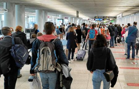 Weil sich die Menschen in vielen Ländern nach Mallorca-Urlaub sehnen, wird am Airport einiges los sein.