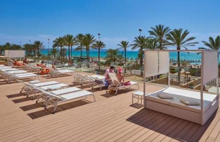 Das Allsun-Hotel Pil.lari Playa an der Playa de Palma ist eine der geöffneten Herbergen.