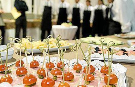 Warten auf neue Regeln: Viele Catering-Unternehmen befinden sich in großen finanziellen Schwierigkeiten.
