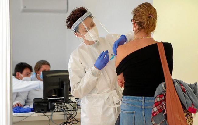 Rund 40 Prozent der Bevölkerung hat bereits die erste Impfstoffdose erhalten.