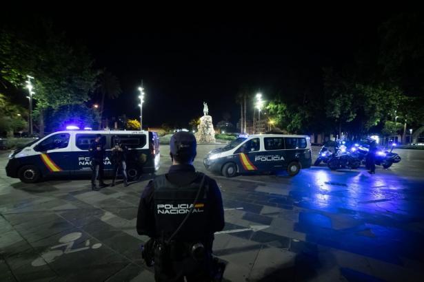 Beamte der Nationalpolizei bei einem Einsatz auf der Plaça d'Espanya in Palma (Foto: M.À. Cañellas)