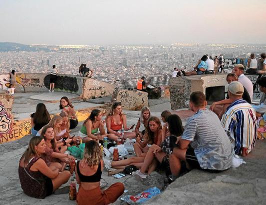 Wieder mit bis zu 15 Menschen im Freien sitzen, ist auf Mallorca von Sonntag an möglich. Bald auch ohne Maske? (Symbolfoto)