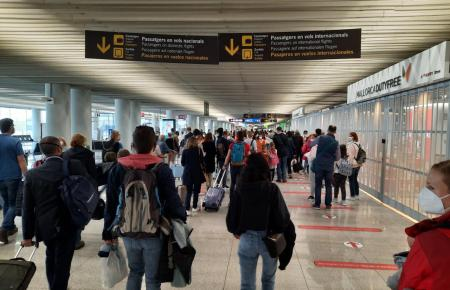 Britische Bürger müssen nach wie vor bei der Rückreise in Quarantäne.