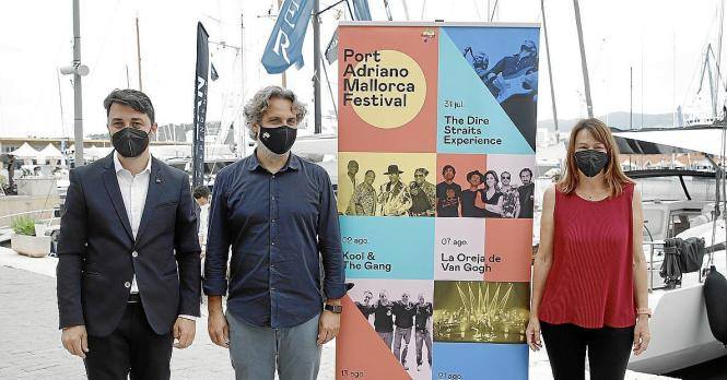 Felipe Menéndez gemeinsam mit Francesc Mateu Aguiló und Isabel Teruel der Direktorin vom Port Adriano.