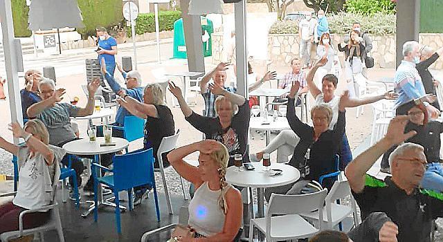 Die Stimmung im wiedereröffneten Biergarten in Cala Millor war ausgelassen.