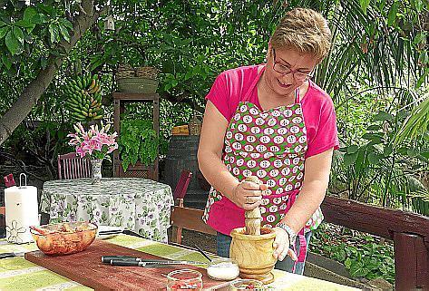 Cristina González beim Kochen: Sie wohnt auf Teneriffa im grünen Norden der Insel.