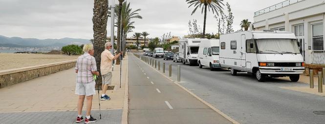 Die Straßen von Ciutat Jardí werden immer häufiger mit Wohnwagen zugeparkt.