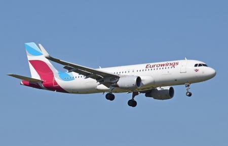 Eurowings-Flieger beim Landeanflug auf Palma.