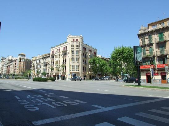 Die Einmündung der Straße 31. de Diciembre in den Innenstadtring Avenidas.