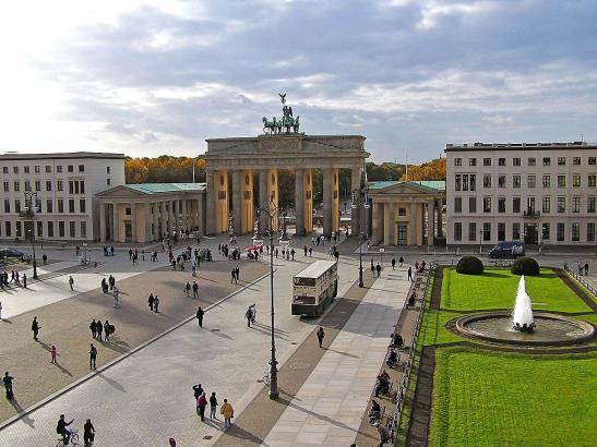 Das Brandenburger Tor in Berlin: Die Stadt ist Sitz des Robert-Koch-Instituts.