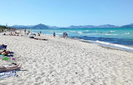 Die Playa de Muro im Inselnorden ist bei Badegästen beliebt.