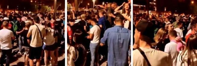 Jugendliche bei einer nächtlichen Zusammenkunft am vergangenen Wochenende auf Mallorca.