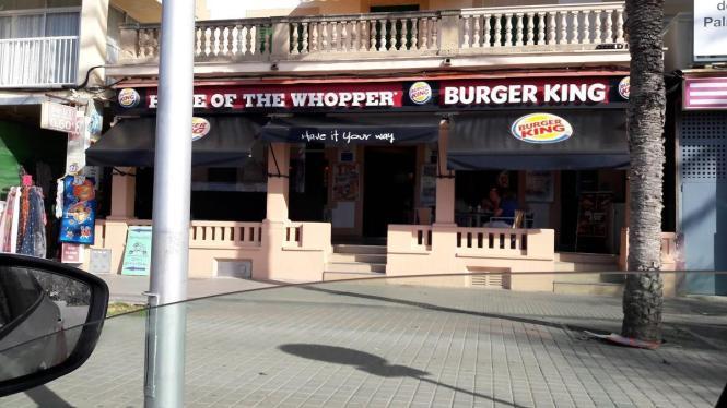 Blick auf die Burger-King-Filiale in Arenal.