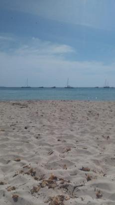 Kristallklares Wasser und weißer Sandstrand: Das gibt es in Es Caragol