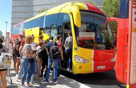 Direkt am Airport rein in den Bus und ab ans Ziel.