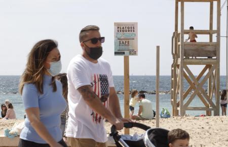 Auf Mallorca ist die Maske im Freien noch Pflicht.