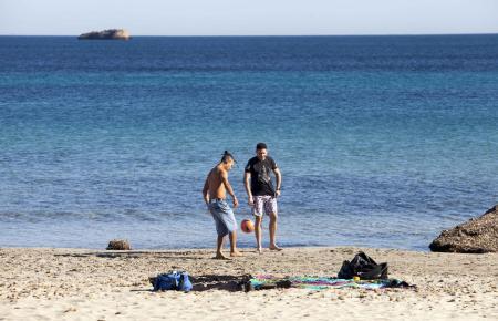 Auszeit vom Alltag: Am Strand lässt es sich gut aushalten. (Archivfoto)