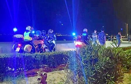 Die Polizei war in der Nacht auf Sonntag an der Playa de Palma präsent.