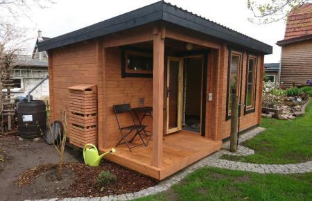 Schöner Stauraum im Garten: Ein Blockbohlenhaus