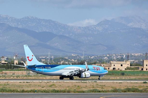 Eine Tui-Maschine am Flughafen in Palma