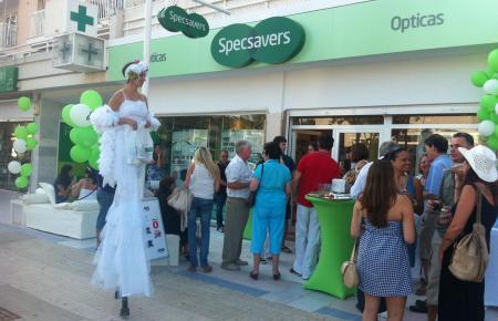 Bei der Eröffnung von Specsavers Ópticas in Santa Ponça vor zehn Jahren war eine Menge los.