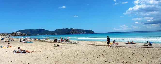 Der berühmte Strand von Cala Millor.