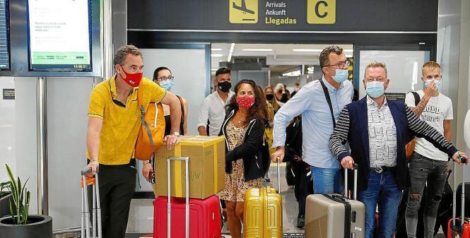 Bei der Einreise nach Spanien müssen britische Bürger einen negativen PCR-Test oder eine vollständige Impfung vorzeigen.
