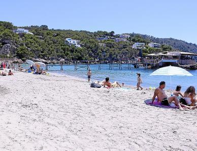 Liegen und Schirme wird es in diesem Sommer am Strand von Camp de Mar nicht geben.