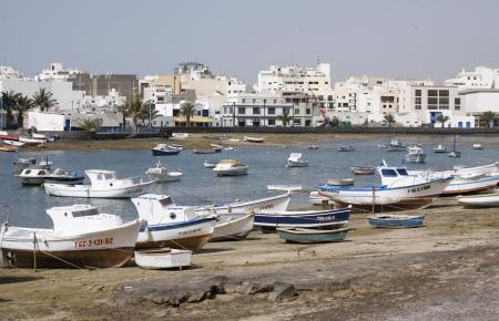 Arrecife, hier die Lagune Charco de San Ginés, ist die Hauptstadt von Lanzarote.