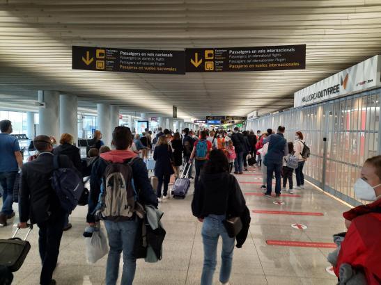 Passagiere an Palmas Airport Son Sant Joan.