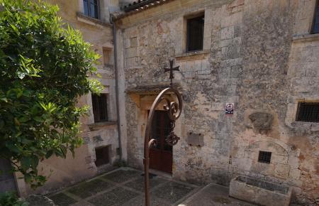 Das Museum befindet sich in einem 400 Jahre alten Adelspalast.Das Gebäude gehörte zuletzt dem Architekten Gabriel Alomar.