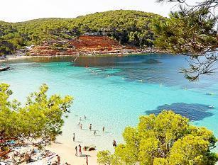 Ibiza lockt mit traumhaften Stränden.