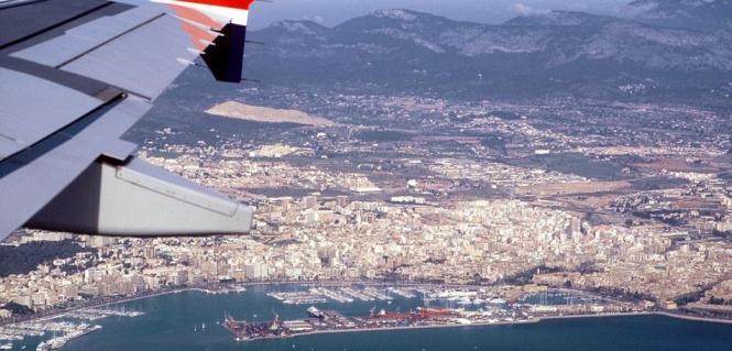 Blick aus einem Flugzeug auf Palma.