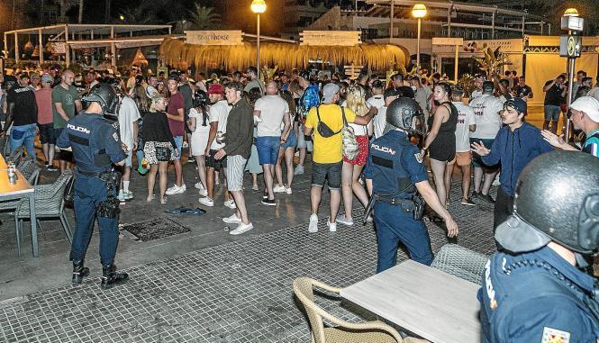 UIP-Kräfte am Wochenende beim Nachteinsatz an der Playa de Palma.