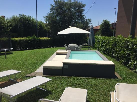 Pool in einem Hausgarten auf Mallorca.