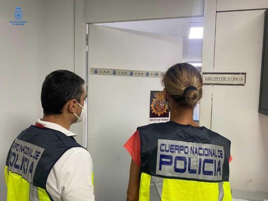 Beamte der Nationalpolizei verhafteten die mutmaßlichen Täter. (Foto: Symbolbild Policía Nacional)