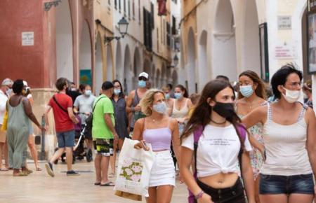 Auf den Balearen wie hier auf Manorca werden jetzt auch junge Teenager bis 16 gegen Corona geimpft.
