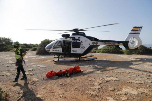 Das Archivfoto zeigt den Rettungshubschrauber der Bergwacht der Guardia Civil.