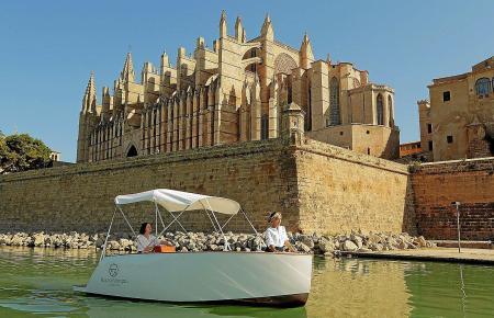 Die Boote sind nach Herstellerangaben geeignet für Freizeit- oder Kontrollfahrten, etwa in Häfen und Naturschutzgebieten.