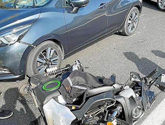 Der E-Roller erlitt durch die Kollision einen Totalschaden.