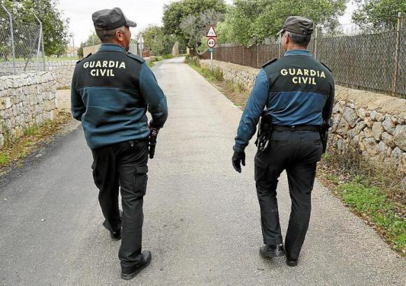 Die Polizei untersuchte das Gelände der Finca in Muro, wo sich das Unglück ereignete