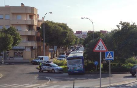 Polizeibeamte am Unfallort in Palmas Viertel Es Rafael