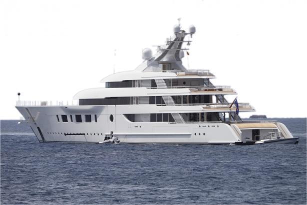 """Die Yacht """"Bliss"""" erreichte am Montag den Hafen von Portals."""