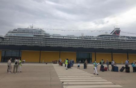 """Die """"Mein Schiff 2"""" war das erste Kreuzfahrtschiff, das nach Beginn der Pandemie im Juni in Palma anlegte."""
