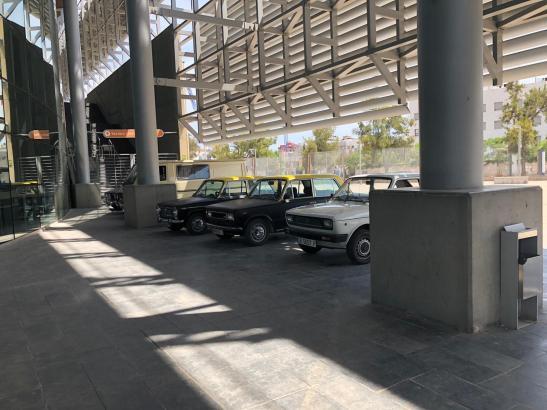 Für die Szenen wurden unter anderem alte Autos herangeschafft.