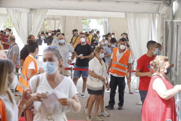 Viele Menschen wollten sich am Mittwoch in Son Dureta impfen lassen.