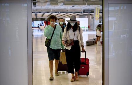 Einreisende auf dem Flughafen von Mallorca.
