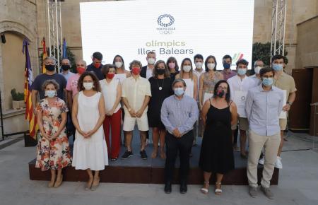 Ein Großteil der balearischen Olympiateilnehmer kam zum Empfang im Consolat de Mar und stellte sich zum Gruppenbild mit Vertretern der Politik.